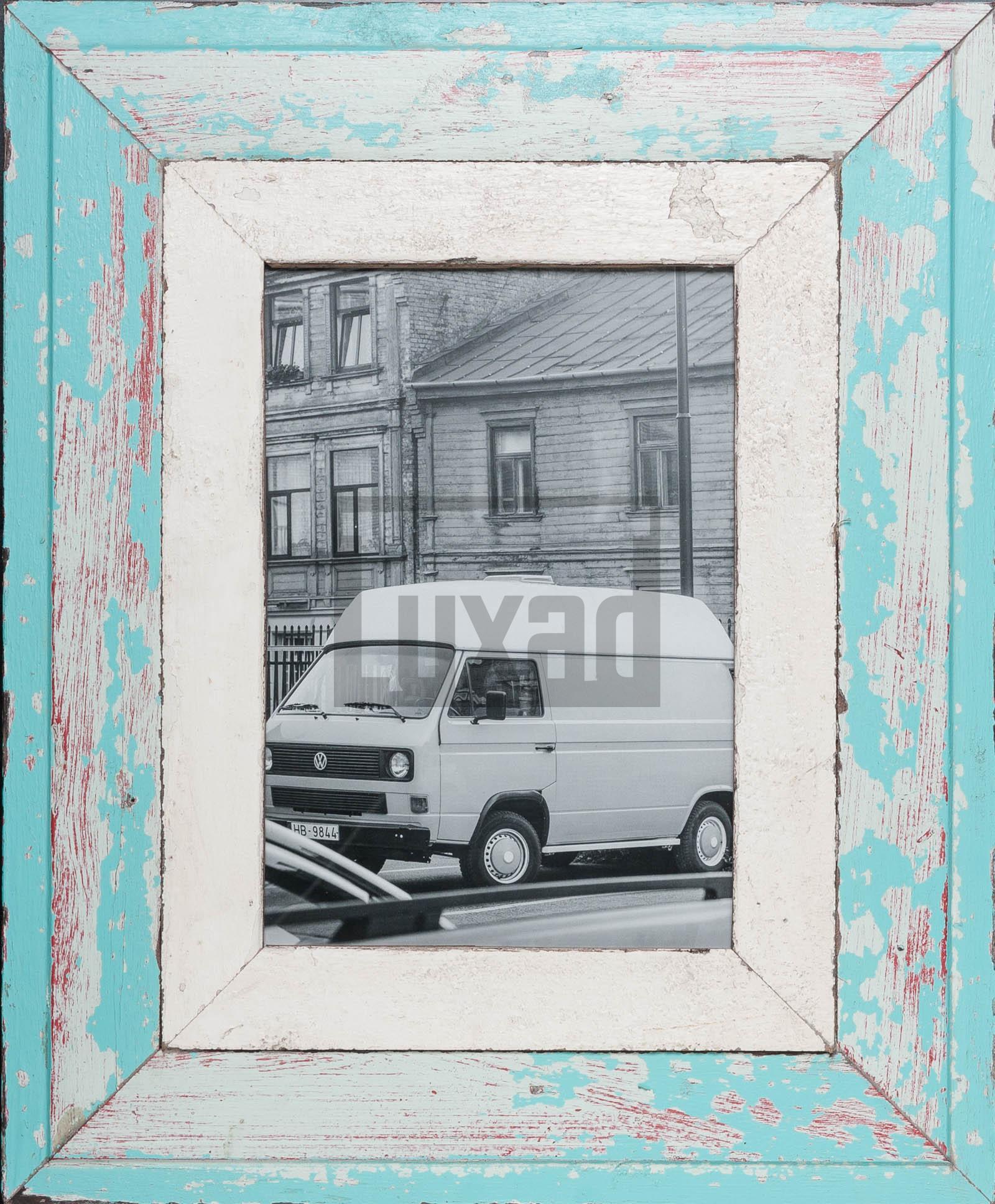 Türkiser Bilderrahmen mit extra breitem Holzrahmen für ca. 23 x 32 cm Fotos